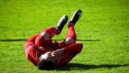 Pour un footballeur, une rupture du ligament croisé antérieur signifie une longue récupération