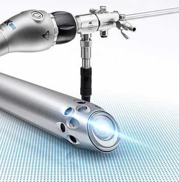 La chirurgie sous arthroscopie permet de traiter les lésions sans ouvrir l'articulation, ce qui présente de nombreux avantages