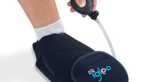 Utiliser le chausson de cryothérapie hallux valgus Igloo®