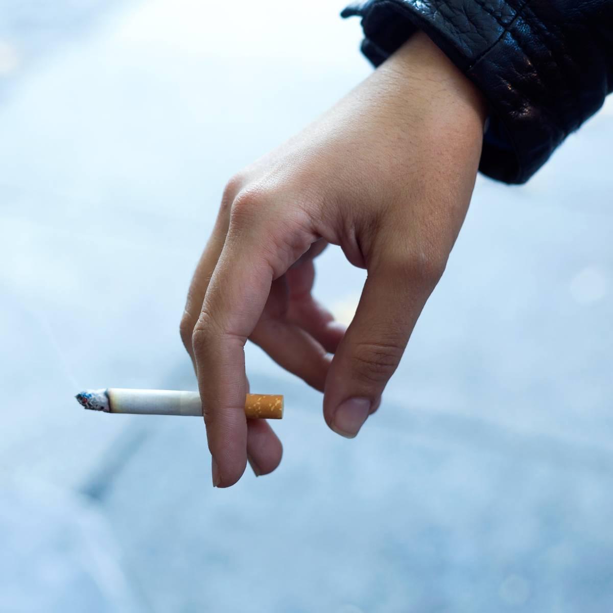 Arrêter de fumer 6 à 8 semaines avant l'opération pour réduire les risques de complications.
