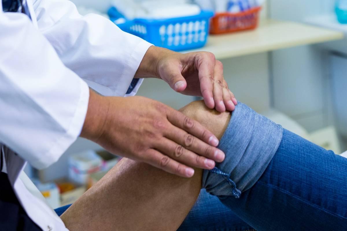 Le diagnostic de rupture du ligament croisé antérieur repose d'abord sur des tests cliniques réalisés par le spécialiste.
